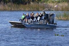 Umwelttourismus: Sumpfgebiete Airboat-Ausflug lizenzfreie stockfotografie