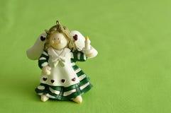 Un ángel para adornar un árbol de navidad Fotos de archivo libres de regalías