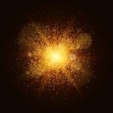 Un éclair lumineux d'or avec la poussière magique est isolé sur un fond noir Le feu de Noël Éclair, point culminant pour votre pr Image libre de droits