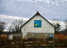 Un édredon de grange sur une vieille grange d'Urbana photographie stock libre de droits