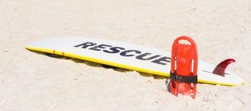 Un équipement de planche de surf et de garde de vie Photos stock