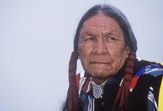 Un aîné cherokee de Natif américain à une assemblée de tribus, Ojai, CA Photos stock