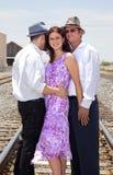 Un abbraccio uomini dei due e dell'una donna fotografia stock libera da diritti
