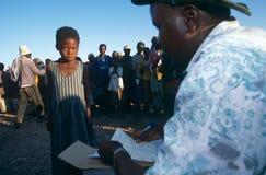 Un accampamento spostato della gente in Angola. Fotografia Stock