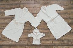 Un accappatoio di tre bianchi Fotografia Stock