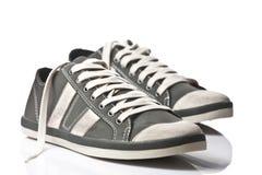 Un accoppiamento delle scarpe da tennis generiche Immagini Stock Libere da Diritti