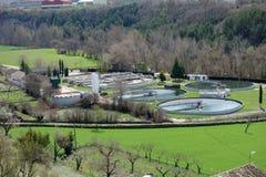 Un'acqua del paesaggio dell'impianto di depurazione in un giorno di esterno della costruzione Fotografie Stock