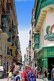 Un acquisto Valleta contenuto scena Malta, la fotografia in modo dalla fretta ed il trambusto di vita di tutti i giorni in una ci immagini stock