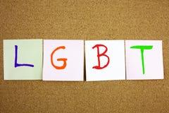 Un acronyme collant jaune d'écriture, de légende, de l'inscription LGTB de lesbienne, d'homosexuel, bisexuel et de transsexuel de Photos stock