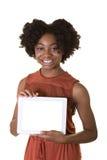 Un adolescent tenant un comprimé Images stock