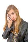 Un adolescente con un teléfono celular Fotos de archivo libres de regalías