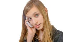Un adolescente con un teléfono celular Foto de archivo