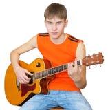 Un adolescente con una guitarra española Foto de archivo libre de regalías