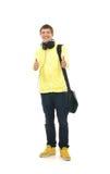 Un adolescente en la ropa moderna que detiene los pulgares Imágenes de archivo libres de regalías