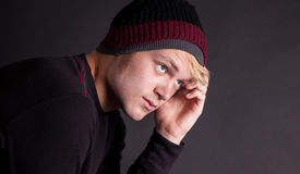 Un adolescente en pensamiento profundo Fotos de archivo libres de regalías