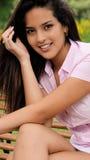 Un adolescente femenino bastante joven con la camisa rosada Foto de archivo libre de regalías