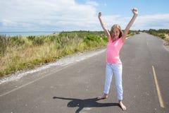 Un adolescente orgulloso en un camino reservado Fotos de archivo libres de regalías
