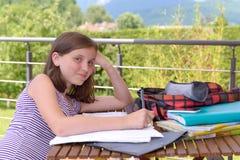 Un adolescente que hace su preparación Fotos de archivo