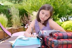Un adolescente que hace su preparación Fotografía de archivo libre de regalías