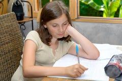 Un adolescente que hace su preparación Imagen de archivo
