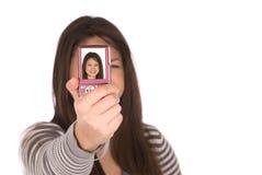 Un adolescente que toma un retrato de uno mismo Imágenes de archivo libres de regalías