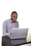 Un adolescente que trabaja en su ordenador Imágenes de archivo libres de regalías