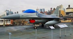 un aereo militare in un museo fotografia stock libera da diritti