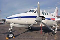 Un aeroplano imagenes de archivo