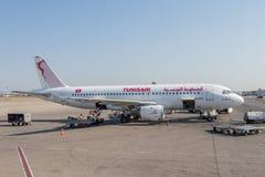 Un aeroplano de la línea aérea de Tunisair fotografía de archivo