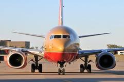 Un aeroplano de Southwest Airlines que tira en el gat imágenes de archivo libres de regalías