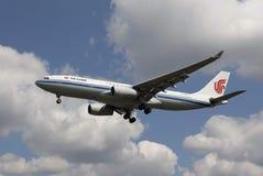 Un aeroplano di Air China fotografia stock libera da diritti
