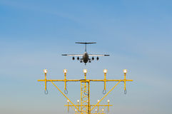 Un aeroplano di atterraggio Fotografia Stock