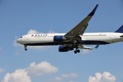 Un aeroplano di Delta Airlines immagini stock