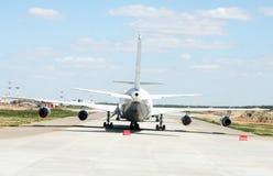 Un aeroplano nell'aeroporto Fotografia Stock