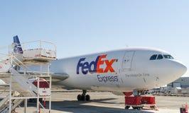 Avión de carga de Fedex Fotografía de archivo libre de regalías