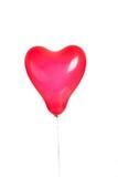 Un aerostato rosso del cuore su bianco Fotografia Stock