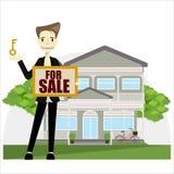 Un agente inmobiliario que lleva a cabo el documento para la casa de la venta Fotografía de archivo