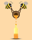 Un aiuto di due api versa Honey To The Bottle Illustrazione di vettore Immagini Stock Libere da Diritti