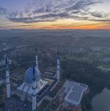 Un'alba alla moschea blu, Shah Alam Immagine Stock Libera da Diritti