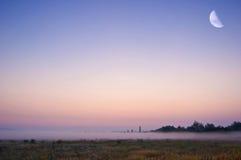 Un'alba nebbiosa Fotografia Stock