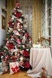 Un albero di Natale rosso Fotografia Stock Libera da Diritti