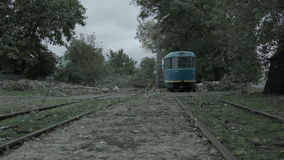 Un albero ha bloccato il modo del trasporto stock footage