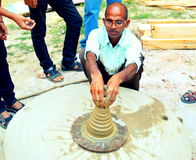 Un alfarero en la India Imagen de archivo libre de regalías