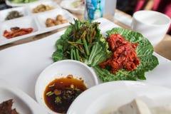 Un aliment coréen servi avec le chou photo libre de droits