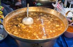 Un aliment de rue en Thaïlande avec le menu fait frire et d'émoi Un certains oriental et unique Photo stock