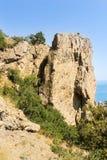 Un'alta roccia di pietra Fotografie Stock