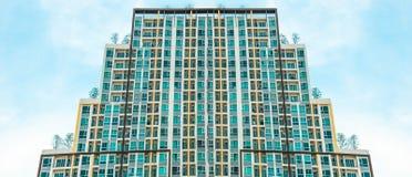 Un'alta torre del condominio di aumento Fotografia Stock Libera da Diritti