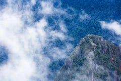 Un'alta vista delle rovine di Machu Picchu Fotografia Stock Libera da Diritti
