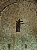 Maria Magdalena que lleva a cabo la cruz Fotografía de archivo