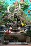 Un altare in un tempio buddista a Hanoi, Vietnam Immagini Stock